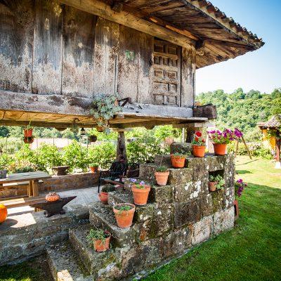 El hórreo centenario aún en uso, una muestra de la arquitectura tradicional asturiana